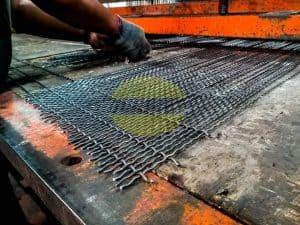 Proses Pembuatan Wire Mesh Screen Ayakan Batu